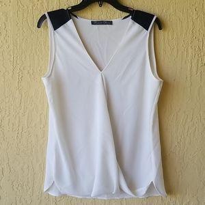 White short slv blouse with black shoulders Sz L